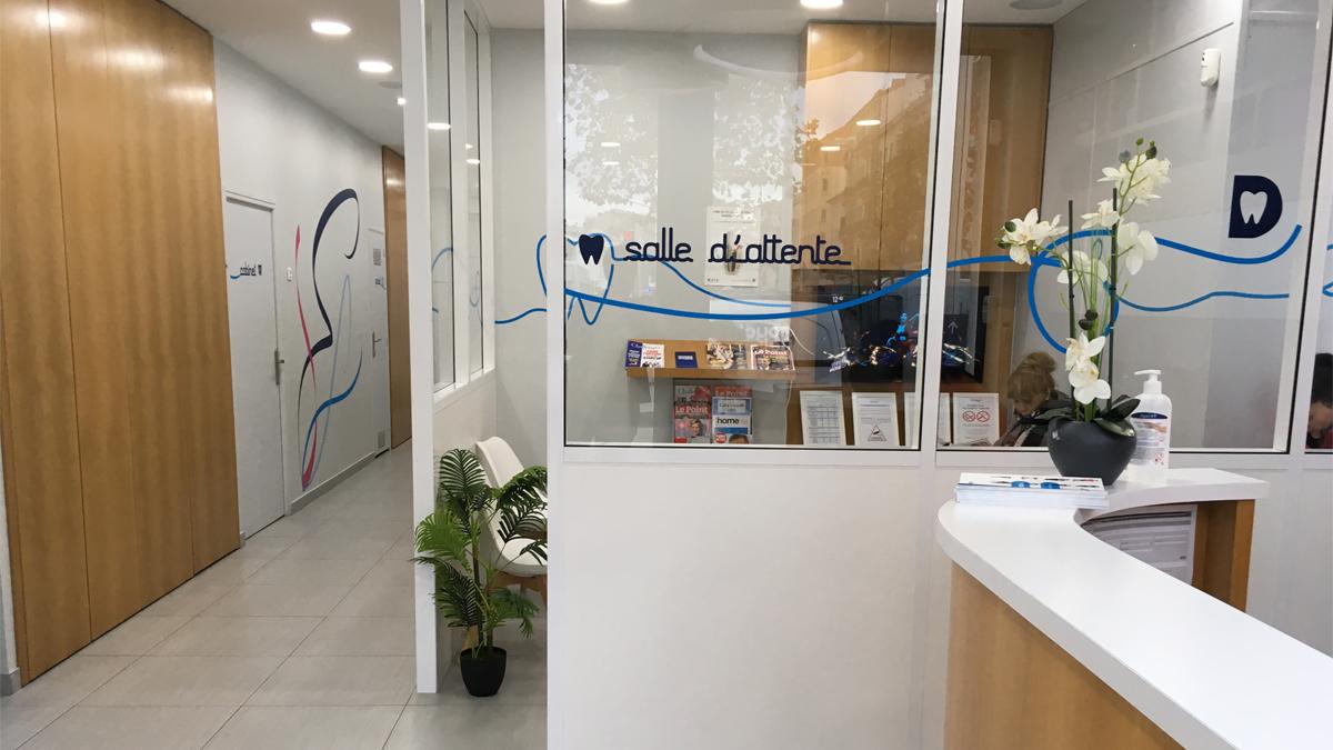 Salle d'attente centre dentaire Dentego Cannes 1200x675